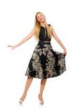 Femme dans la jupe foncée florale d'isolement sur le blanc Photo stock