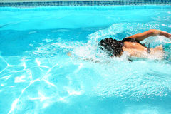 Femme dans la piscine Photographie stock