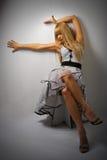 Femme dans la rétro robe images stock