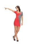 Femme dans la robe élégante dirigeant son doigt Images libres de droits