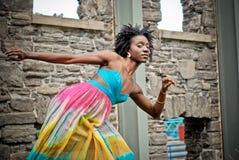 Femme dans la robe colorée 3 Image stock