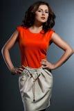 Femme dans la robe orange images stock