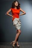 Femme dans la robe orange image stock