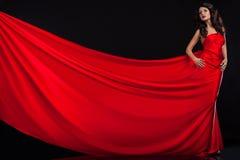 Femme dans la robe rouge images stock