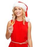 Femme dans la robe rouge avec un verre de champagne Image libre de droits
