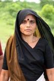 Femme dans la robe traditionnelle Photo stock