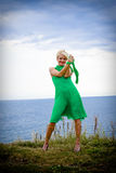 Femme dans la robe verte Image stock