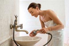 Mosa que romaine antique de jeune femme images stock image 6489864 for Comfemme nue dans la salle de bain