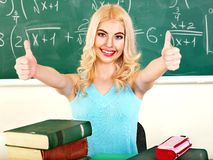 Femme dans la salle de classe. Photos stock