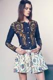 Femme dans la veste et la jupe de denim Images stock