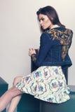 Femme dans la veste et la jupe de denim Photos libres de droits