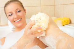 Femme dans le bain image libre de droits