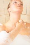 Femme dans le bain photo stock