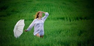 Femme dans le blanc Photographie stock libre de droits