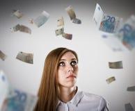 Femme dans le blanc et l'euro Photos stock