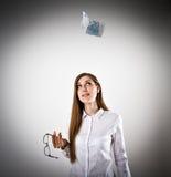 Femme dans le blanc et l'EURO VINGT Photo libre de droits