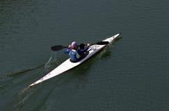 Femme dans le canoë Photographie stock libre de droits