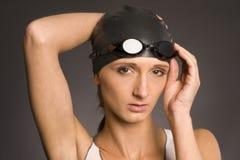 Femme dans le capuchon de natation Image libre de droits