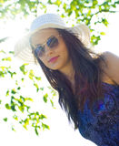 Femme dans le chapeau d'été Photographie stock libre de droits