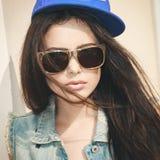 Femme dans le chapeau d'été Image stock
