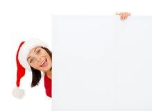 Femme dans le chapeau d'aide de Santa avec le conseil blanc vide Images libres de droits