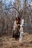 Femme dans le cimetière photo stock