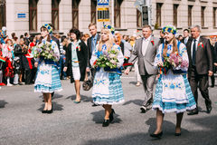 Femme dans le costume folklorique biélorusse national Photo stock
