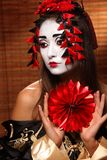 Femme dans le costume oriental traditionnel Photo stock