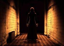 Femme dans le couloir sale fantasmagorique 3d rendent Illustration Stock