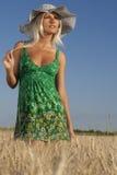 Femme dans le domaine de grain Photos libres de droits