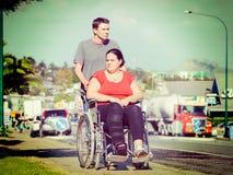 Femme dans le fauteuil roulant image stock