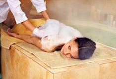 Femme dans le hammam ou le bain turc Photographie stock libre de droits