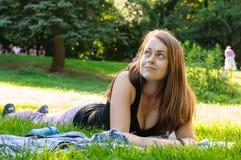 Femme dans le jardin Photos libres de droits