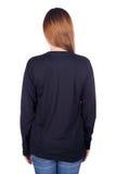 Femme dans le long T-shirt noir de douille d'isolement sur le fond blanc Photo stock