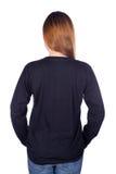 Femme dans le long T-shirt noir de douille d'isolement sur le fond blanc Photos libres de droits