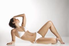 Femme dans le maillot de bain. Photo libre de droits