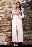 Femme dans le manteau de fourrure de luxe de lynx Images libres de droits