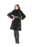 Femme dans le manteau de fourrure noir d'isolement Photos libres de droits