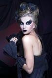 Femme dans le noir. Image libre de droits