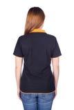 Femme dans le polo noir d'isolement sur le dos blanc Sid de fond Photographie stock