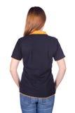 Femme dans le polo noir d'isolement sur le dos blanc Sid de fond Image stock