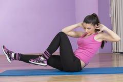 Femme dans le sport de forme physique images stock