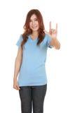 Femme dans le T-shirt avec le signe de main je t'aime Photos libres de droits