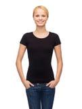 Femme dans le T-shirt noir vide photo libre de droits