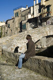 Femme dans le village antique Photographie stock libre de droits