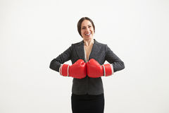 Femme dans les gants de boxe rouges Image stock