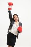 Femme dans les gants de boxe rouges Image libre de droits