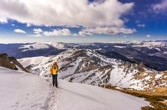 Femme dans les montagnes Images libres de droits