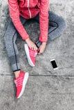 Femme dans les sports habillement et chaussures Images stock