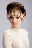 Femme dans un chapeau de fourrure Image libre de droits